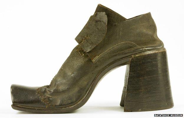¿Por qué los hombres dejaron de utilizar zapatos de tacón?